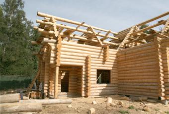 Строительство рубленного дома избревна
