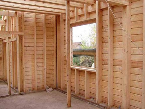Какие окна ради бани выбрать — деревянные али пластиковые?