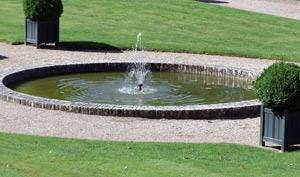 Декоративные фонтаны для сада: выбираем место