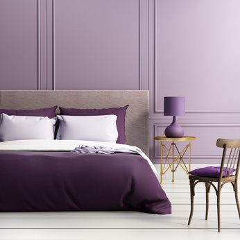 Фиолетовый сомо винтерьере