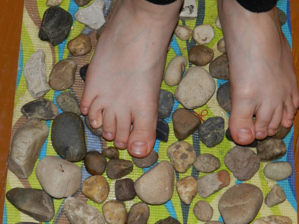 Как сделать электромассажный ковром про ног  своими руками
