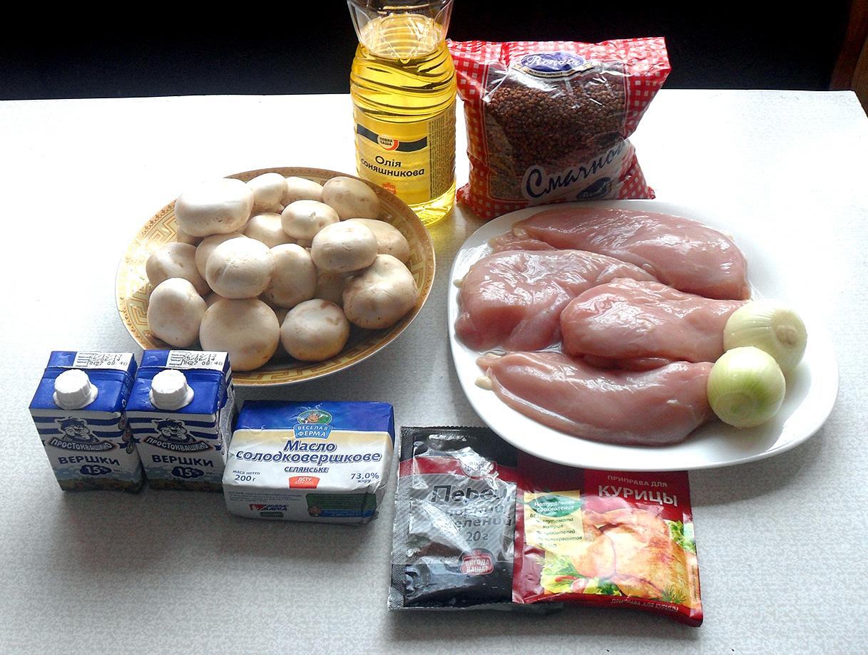 Куриное филе, фаршированное гречкой сгрибами всливочно-грибном соусе