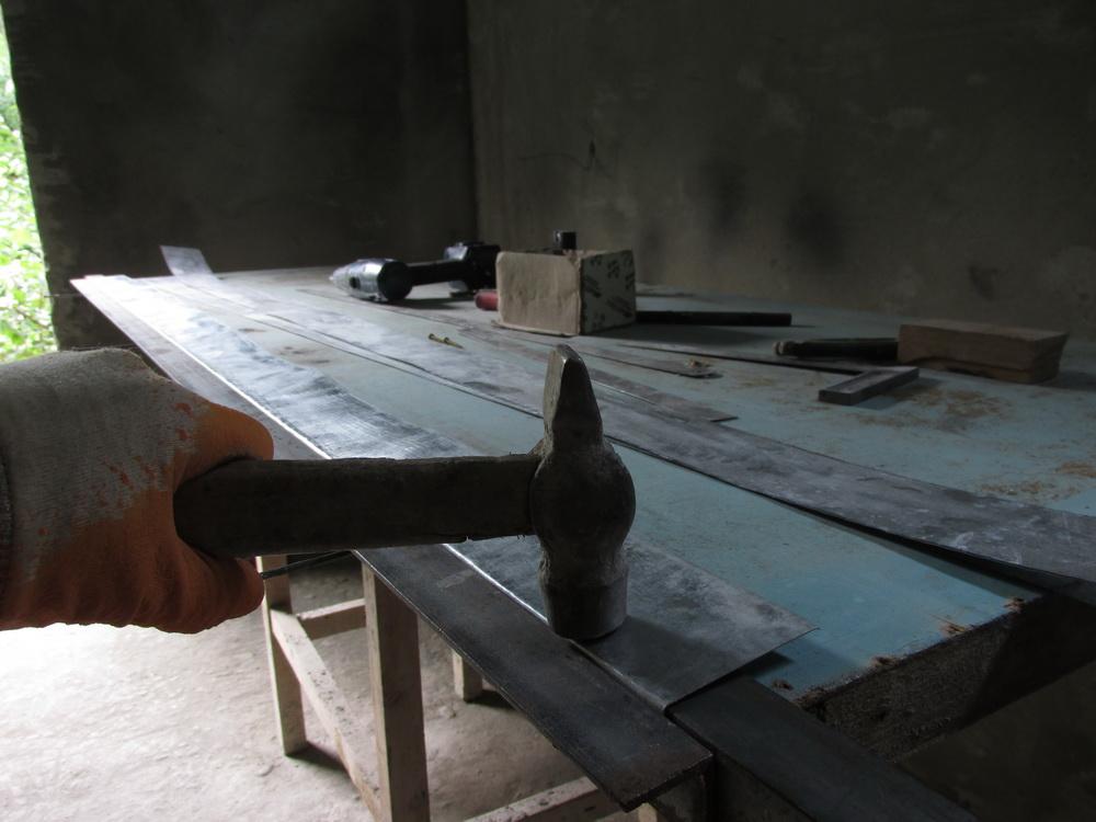 Как сделать уголок изметаллопрофиля своими руками