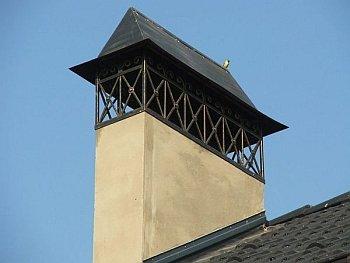 Как заделать дымоход  на крыше: способы герметизации