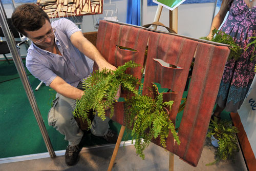 Оригинальная система вертикального озеленения