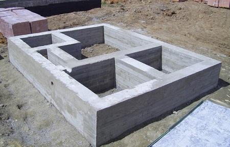 Бетон для  фундамента загородного дома