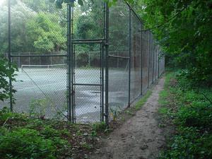 Строительство теннисного корта научастке