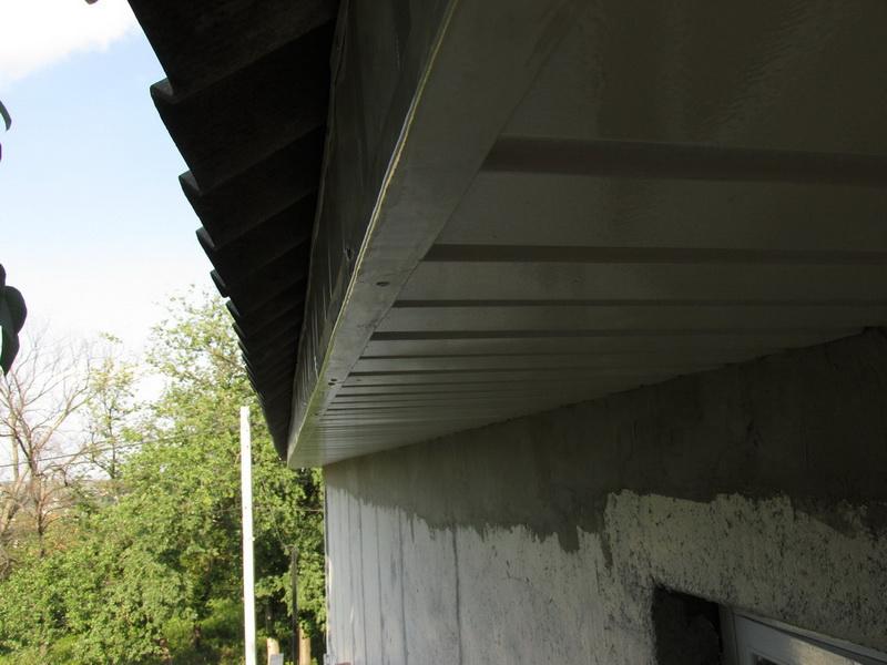 Подшивка карнизов крыши металлопрофилем