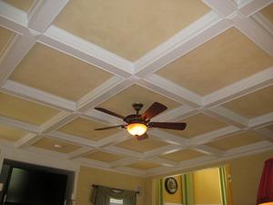Квартира свысокими потолками: варианты декора