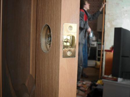 Врезка замков вдеревянную дверь