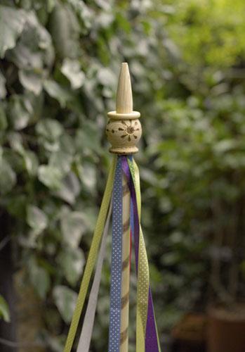 «Майское дерево» ицветы: композиция для сада встиле пэтчворк